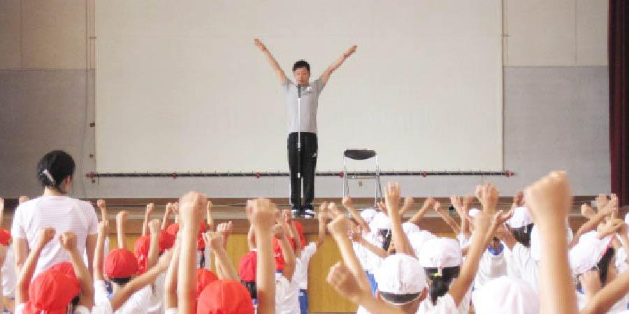 携帯電話の整備・学校内AED(自動体外式除細動器)
